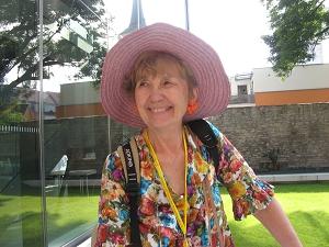 Frau Kigyossy-Schmidt beim Rosenkongreß Erfurt