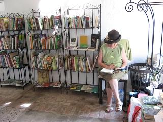 Bücherstand Gartenveranstaltung