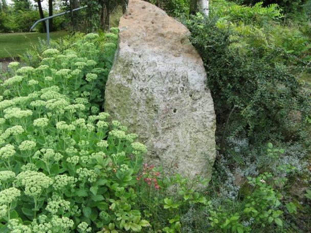 Rosarium Sangerhausen Gedenkstein Max Vogel Foto Brandt