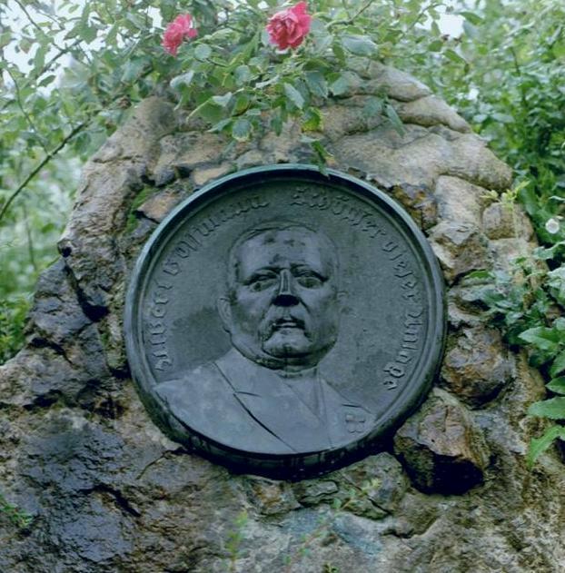 Rosarium Sangerhausen Gedenkstein Albert Hoffmann Foto Brandt