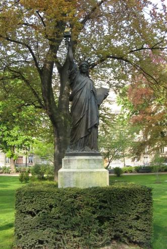 Kleine Freiheitsstatue im Jardin de Luxembourg in Paris. Seit Juni 2012 im Musée d'Orsay